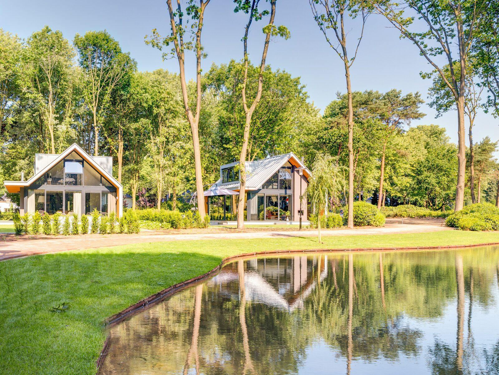 Vakantiewoning aan het water in een bosrijke omgeving
