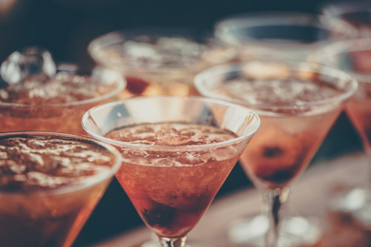 La vie nocturne à Bonaire est associée à de nombreuses danses et délicieuses boissons. Dansez le merengue avec nous et profitez de cette île esclave de la fête.