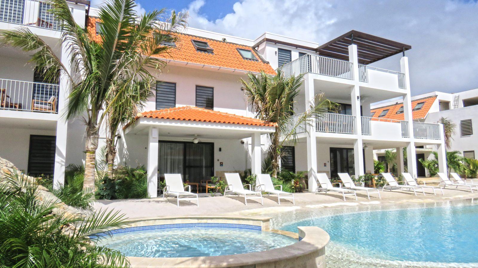 Jetez un coup d'œil au Resort Bonaire, un nouveau complexe sur la belle île de Bonaire. Les appartements de luxe du Resort Bonaire peuvent accueillir jusqu'à quatre ou six personnes.