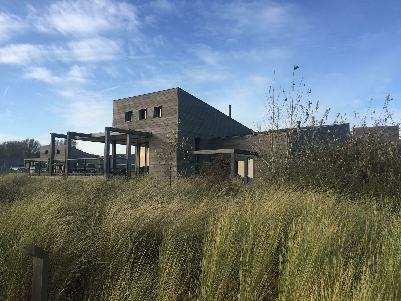 The villa was completely lost in the dunes and grass