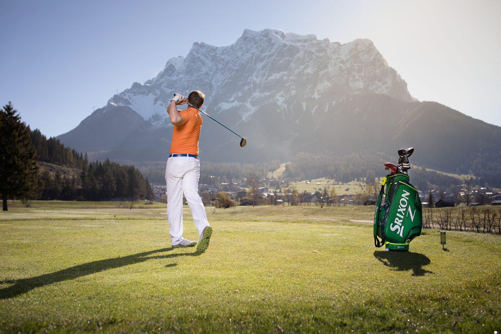 Golf mit Blick auf die Zugspitze