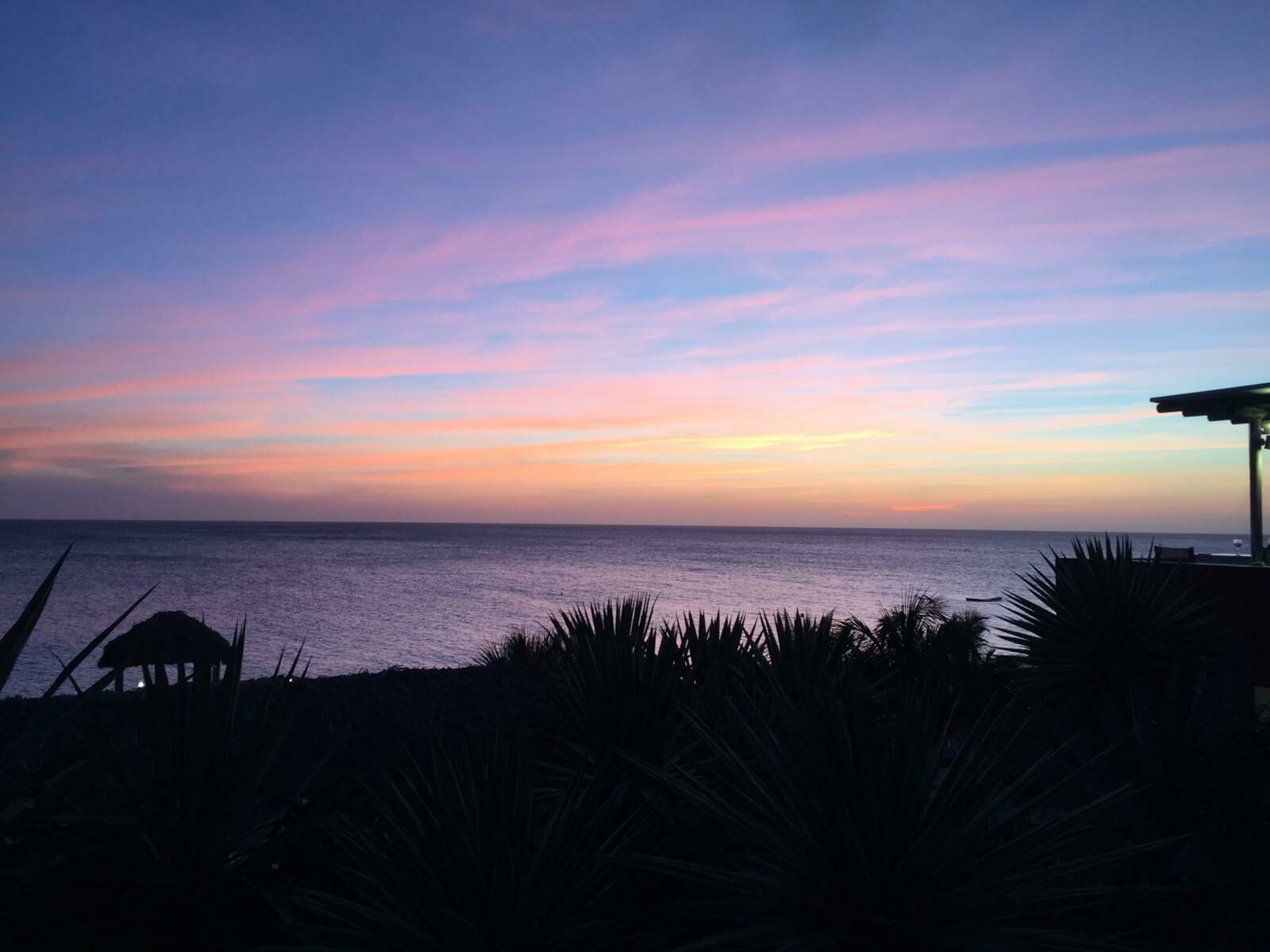 Karin   ''Heerlijk ontbijten op het strand.''